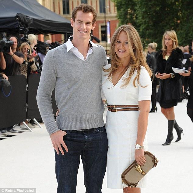 Glamour: O status de Andy Murray como um ícone mundial contrasta completamente com o de Marray.