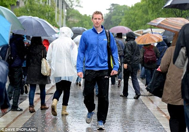 Vida pacata: Jonny Marray pode andar pela multidão em Roland Garros sem ser notado.