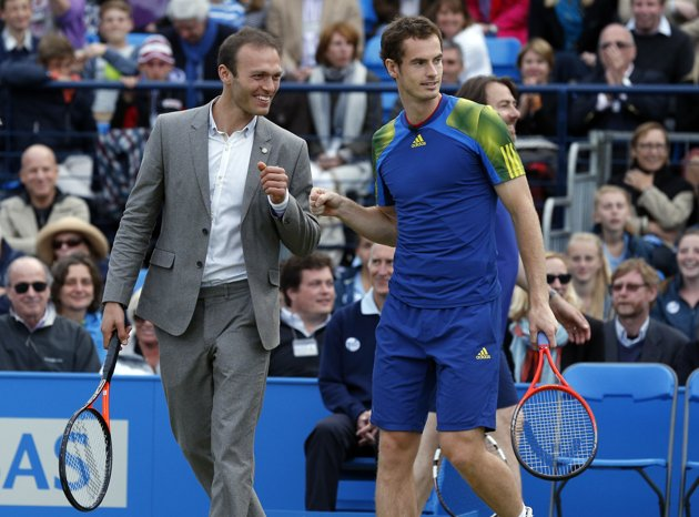 Ross Hutchins e Andy Murray no Rally Against Cancer, em Queen's. (Getty Images)