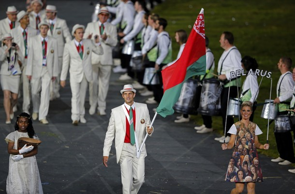 Belarus' flagbearer Max Mirnyi holds the national flag as he leads the contingent in the athletes parade during the opening ceremony of the London 2012 Olympic Games