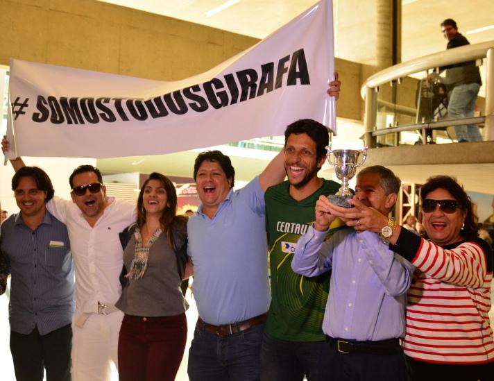 MINAS GERAIS/BELO HORIZONTE/08-06-2015/TENISTA MARCELO MELO CAMPEAO DE DUPLA DO TORNEIO ROLAND GARROS NA FRANCA DESEMBARCA EM BELO HORIZONTE NO AEROPORTO DE CONFINS/ FOTO:MARCEL PALUTI